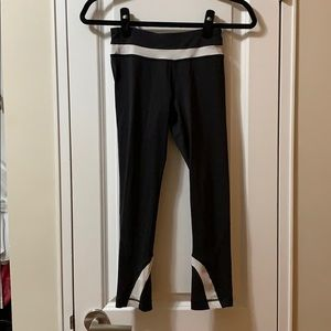Lululemon women's black white crop legging 2